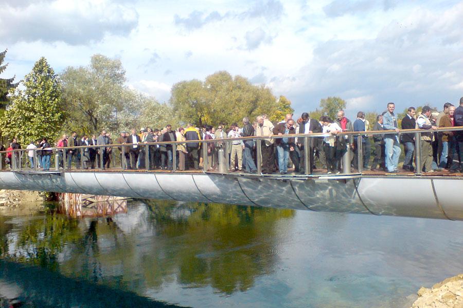Izgradnja pješačkog mosta preko rijeke Une u Bihaću, 2008